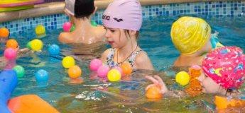 Занятия по обучению плаванию