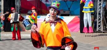 "Батути, атракціони та майстер-клас зі скрапбукінгу на ""Даринку"""
