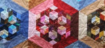 """Выставка пэчворка Ольги Козицкой """"Геометрия цветов"""""""