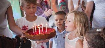 День народження в дельфінарії