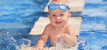 Плавання для малюків